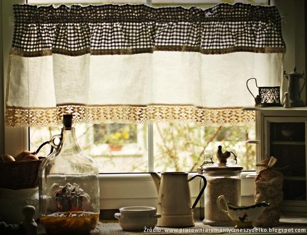 Zazdroska w oknie kuchennym