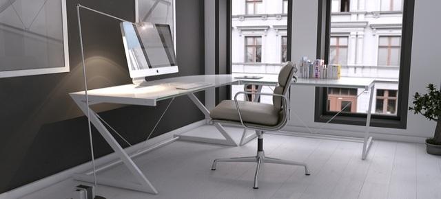 Urządzamy gabinet w salonie – jakie biurko wybrać?
