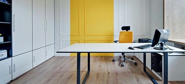 Funkcjonalne urządzenie miejsca pracy to połowa sukcesu. Jak wybierać regały biurowe?
