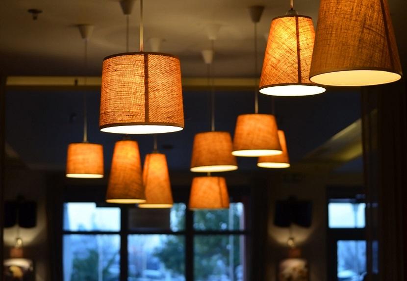 Jak nowoczesne lampy wiszące poprawią oświetlenie w twoim mieszkaniu?