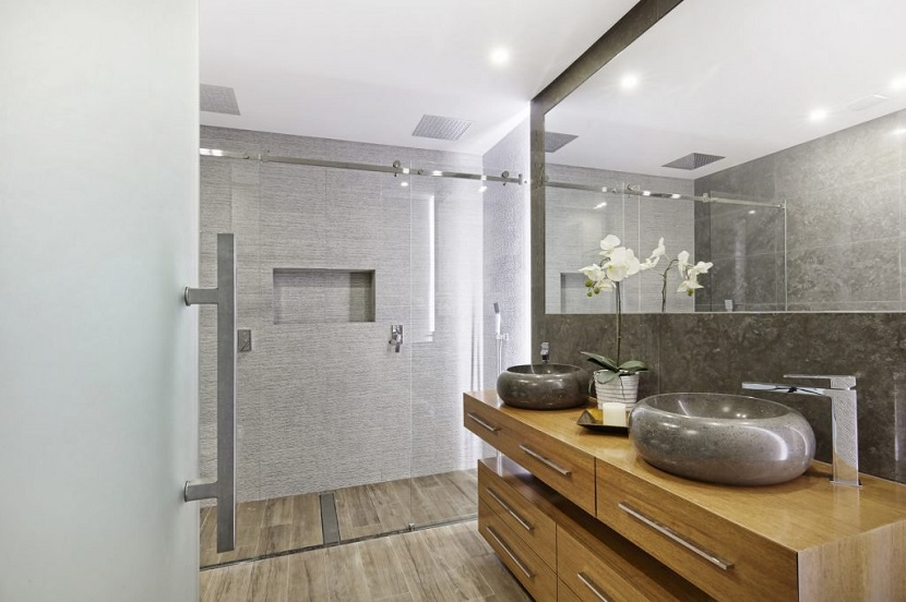 Na jaki rodzaj wentylacji drzwi łazienkowych się zdecydować?
